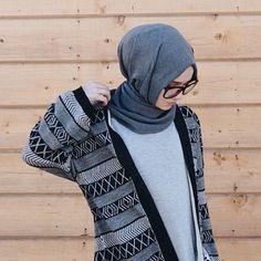 Image about fashion in Hijab by Azra Nuhiu on We Heart It Islamic Fashion, Muslim Fashion, Modest Fashion, Fashion Outfits, Girl Fashion, Hijab Chic, Modest Wear, Modest Outfits, Hijab Mode Inspiration
