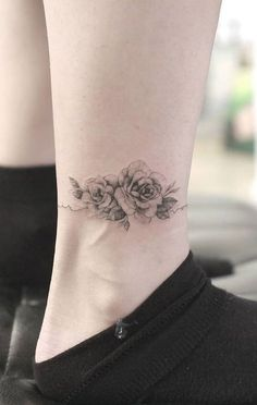Flower Bouquet Tattoo Small Ankle – foot tattoos for women Mini Tattoos, Rose Tattoos, Flower Tattoos, Body Art Tattoos, New Tattoos, Small Tattoos, Rose Tattoo On Ankle, Wrist Tattoo, Delicate Flower Tattoo
