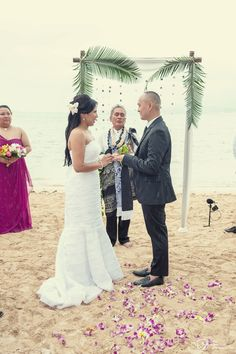 Jeannie & Glen | Secret Island at Kualoa Ranch | Oahu, HI | Rachel Robertson Photography | rachelrobertson.com