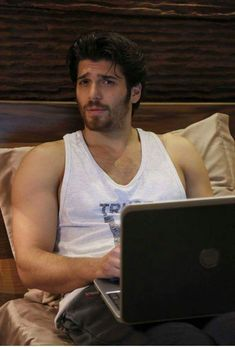 Can Yaman. How long it will take for us to see this guy in Hollywood? Celebrities Who Died, Celebrities Before And After, Turkish Men, Turkish Actors, Scruffy Men, Boy Photography Poses, Italian Men, Awesome Beards, Handsome Actors