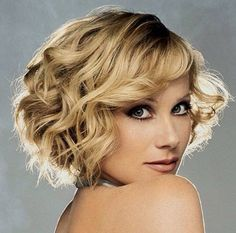Christina Applegate curly short Aline cut