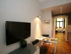 Entièrement meublé avec une chambre séparée, charmante cuisine / salle à manger et une salle de bains luxueuse.
