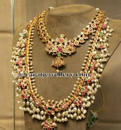 Pearls traditional necklace looks stunning on every beautiful bride...!