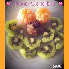 Vitamina C pura aos montes (o bicho da gripe ainda anda aqui a rondar...) e uma Protein Nuttie da @mws.pt . Lanchinho bom... #MyWheyStore www.mws.pt #mws #protein #proteinsnack #kiwi #tangerina #fruta #healthy #healthysnack #healthychoices #healthylife #healrhylifestyle #lifestyle #saudavel #lanchesaudavel #escolhassaudaveis #euquero #euposso #euconsigo #boralá #semdesculpas #sempremais #maisemais #tamojunto #esmagaquecresce #semvacilar ( # @mariagengibre_fitness)
