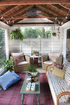 Back porch ideas will make your backyard more valuable. You can create the back porch as the place to spend your evening time with family. Here are some porch idea for you as the references. Screened Porch Designs, Screened In Porch, Backyard Designs, Front Porch, Patio Design, Front Yards, Enclosed Porches, Decks And Porches, Enclosed Porch Decorating
