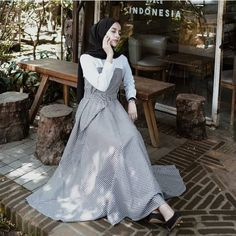 LUMENTE DRESS --- Harga : 90.000 Bahan : Katun mix Balotelli --- Size : All size fit to L Lingkar Dada : 100 cm Panjang Baju : 132 cm --- Berat Produk : 250 Gram --- Mau dapet potongan harga yuk beli minimal; • Beli 6pcs discount 2rb/pcs • Beli 12pcs discount 3rb/pcs --- • Gambar Hanya referensi, kemiripan barang dengan gambar 90-95% . . FORMAT ORDER : Nama + Alamat + No Hp + Pesanan . . CONTACT ADMIN (bisa langsung chat tanpa save no wassap, klik   @admin  .satu.emesha atau Hijab Style Dress, Hijab Look, Casual Hijab Outfit, Hijab Chic, Modest Fashion, Cute Fashion, Hijab Fashion, Girl Fashion, Fashion Dresses