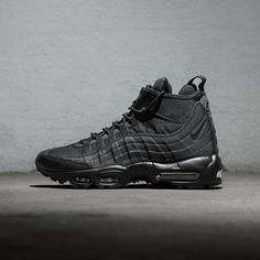 Out now - The Nike Air Max 95 Sneakerboot Trainer, online in store. Air Max 95, Nike Air Max, Air Max Sneakers, Sneakers Nike, Baskets, Nike Boots, Nike Free Runners, Fresh Shoes, Nike Free Shoes