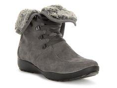 Zimowe buty firmy Igi&Co. Wykonane ze skóry najwyższej jakości. Wnętrze ocieplane materiałem tekstylnym. podeszwa syntetyczne trwała i odpowiednio giętka. buty wiązane klasycznie. Doskonale dopasowują się do kształtów stopy. Zdobione delikatnymi przeszyciami.