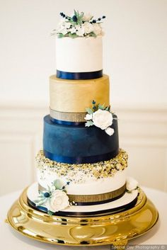Wedding Cake Recipes wedding cake with cream, navy, and gold color scheme {Special Day Photography} Crazy Wedding Cakes, Creative Wedding Cakes, Floral Wedding Cakes, Wedding Cakes With Cupcakes, Beautiful Wedding Cakes, Gorgeous Cakes, Wedding Cake Designs, Amazing Cakes, Wedding Ideas