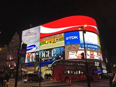 Piccadilly Circus nel London, Greater London More photos here: http://www.thegirlwiththesuitcase.com/2015/09/londra-classica-mini-guida.html