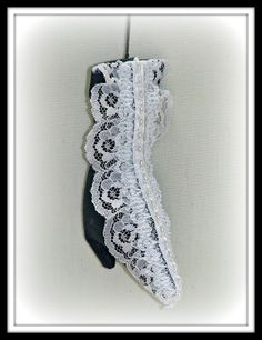 Victorian Dolls, Victorian Traditions, The Victorian Era, and Me: Lace Me Up! Free Victorian Shoe Ornament E-Pattern