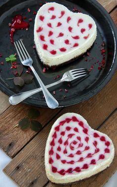 Sød cheesecake med hindbær og hvid chokolade