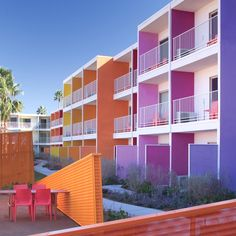 Hotel California: The Saguaro Palm Springs – Design & Trend Report Hotel California, Southern California, Palm Springs Hotels, Spas, Riverside Hotel, Colourful Buildings, Hotel Motel, Best Hotels, Architecture Design
