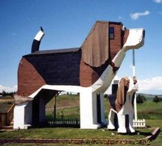 "Dog Bark Inn, Idaho (USA)  At this hotel, you sleep in a giant wooden dog. Their motto is ""Where sleeping in the dog house is a good thing."""
