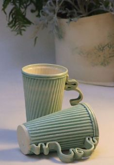 Pair of stoneware ceramic mugs in green by HelenRebeccaCeramics love this shape/design and Handles! Pottery Mugs, Ceramic Pottery, Pottery Art, Thrown Pottery, Slab Pottery, Clay Mugs, Ceramic Clay, Porcelain Ceramic, Ceramic Bowls