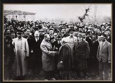 30 ARALIK 1931 MUSTAFA KEMAL ATATÜRK  İzmir Kemalpaşa da vatandaşlarla sohbet…