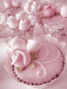 Saias de cupcake Renda Borboleta - 12 unidades