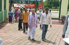 सरगुजा जिले के सहकारिता प्रतिनिधि शहीद वीर नारायण सिंह अंतर्राष्ट्रीय क्रिकेट स्टेडियम पहुंचे. जहाँ उन्होंने महिला खिलाड़ियों के अभ्यास मैच का आनन्द लिया. टीवी पर स्टेडियम को कई बार देखा था. प्रत्यक्ष में स्टेडियम में खिलाडियों का खेल प्रदर्शन देखना, विशाल मैदान में हरियाली, दर्शक दीर्घा में आकर्षक कुर्सियां देख वे बेहद रोमांचित हुए.