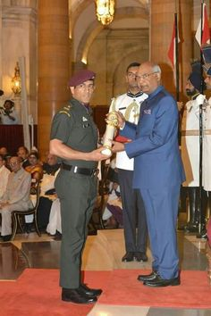 Mahi with PadmaBhushan Me Dhoni, Ziva Dhoni, Childhood Memories Quotes, Childhood Images, Cricket Sport, Cricket News, Ms Dhoni Wife, Freedom Fighters Of India, Tri Series