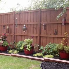 Backyard privacy fence landscaping ideas on a budget 231 # backyard garden … - Landscaping Ideas Privacy Fence Landscaping, Privacy Fence Designs, Backyard Privacy, Backyard Fences, Privacy Screens, Privacy Fences, Wood Fences, Garden Privacy, Sloped Backyard
