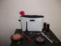 Trousse a maquillage T.S blanche et noir a paillettes : Trousses par laura-moreau