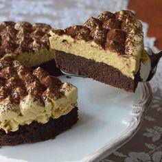 Kahve,kakao ve çikolata tadını sevenlere #moussecake kahveli mouse kek.. Bir gece dolapta kalsa daha iyi olurdu ama 4saat kadar dolapta kaldığı için kalıptan çıkarmak zor oldu Denemenizi tavsiye ederim,pasta kadar yoğun olmayan hafif bir tatlı.Kekini 23cm'lik kalıpta yaptim fakat 18cm'lik cemberle kesip hazirladim Keki 3yumurta 1cay bardagi süt ve yarim cay bardagi siviyag,1cay bardagi seker yarim paket k.tozu,1vanilin 2yemek kasigi torku banada(sarelle,nutella da olur) ve 3-4yemek ...