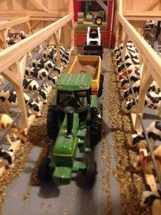 Bible School Crafts, Toy Barn, Farm Crafts, Toy Display, Farm Toys, Mini Farm, Hobby Farms, Train Layouts, Old Farm