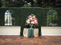 Set the stage for a garden romance with our boxwood hedges and new Chambord Bar with drink rails. | beachview.net