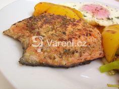 Losos je dle mého názoru jedna z nejlepších ryb. Stačí jednoduchá příprava. Vareni.cz - recepty, tipy a články o vaření. Meat Recipes, Healthy Recipes, Czech Recipes, Fish And Meat, Sweet And Salty, Vitamins, Czech Food, Fitness, Healthy Food Recipes