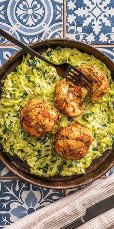 Deftige Laugen-Petersilien-Knödel aus dem Ofen, dazu cremiger Porree-Spinat-Rahm Step by step recipe: hearty lye and parsley dumplings from the oven, served with creamy leek and spinach cream # dumplings # dumplings Dumpling Recipe, Dumplings, Spinach Benefits, Hello Fresh Recipes, Albondigas, Casserole Recipes, Fresco, Chicken Recipes, Good Food