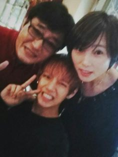 kim taehyung with his mom & dad