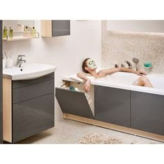 Bathroom renovations - 40 Smart And Creative Storage For Small Spaces Ideas Bathroom Design Small, Bathroom Interior Design, Modern Bathroom, Small Bathroom With Bath, Small Bathroom Renovations, Tiny Bathrooms, Bathroom Remodeling, Bad Inspiration, Bathroom Inspiration
