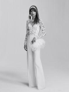 Après Alberta Ferretti,c'est au tour du créateur libanais de lancer sa première collection de robes de mariée. Des créations à la féminité exacerbée, signées Elie Saab Bridal, qui font la part belle aux matières précieuses et aux coupes épurées ultra travaillées.