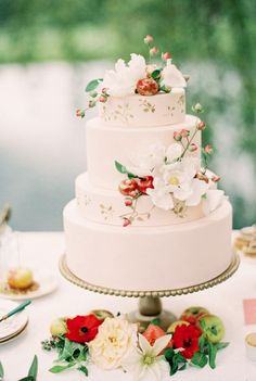 Creative Wedding Cakes with Chic Details