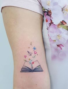 Awe-inspiring Book Tattoos for Literature Lovers - Body Art - Tatoo Ideen Mini Tattoos, Cute Small Tattoos, Wrist Tattoos, Pretty Tattoos, Finger Tattoos, Beautiful Tattoos, Body Art Tattoos, Tattos, Girly Tattoos