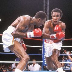 Career sets available on two of the best welters in history, Sugar Ray Leonard & Thomas Hearns. Boxing News, Boxing Boxing, Boxing Fight, Heavyweight Boxing, Boxing History, Floyd Mayweather Sr, Tyson Fury, Andre The Giant, Boxing Champions