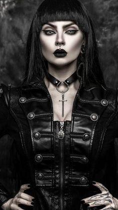 Goth Glam, Punk Goth, Dark Fashion, Gothic Fashion, Rockabilly, Gothic Pictures, Creepy, Harajuku, Female Vampire