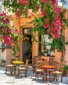 A wonderful village in the central Naxos island, Greece ❤🇬🇷 Outdoor Cafe, Outdoor Restaurant, Outdoor Dining, Wonderful Places, Beautiful Places, Sidewalk Cafe, Beau Site, Greece Islands, French Country House