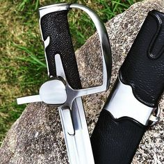 Spring really came Winged hussars saber - Szabla czarna Szabla do fechtunku- fencing saber Ray skin on handle - płaszczka na rękojeści balance 18 cm blade lenght 84,5cm width 32-29mm blade weight...