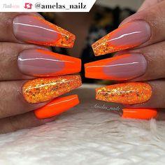 Gorgeous neon orange coffin nails and glitter details by Bright Orange Nails, Orange Ombre Nails, Orange Acrylic Nails, Summer Acrylic Nails, Cute Acrylic Nails, Summer Nails Neon, Perfect Nails, Gorgeous Nails, Pretty Nails
