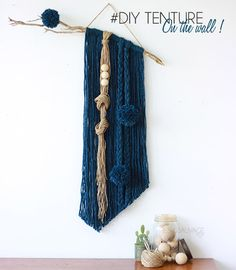 DIY (tuto) wall tenture with pom-poms Yarn Wall Art, Yarn Wall Hanging, Diy Wall Art, Wall Hangings, Macrame Projects, Weaving Art, Boho Diy, Diy And Crafts, Crafty