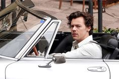 Harry Styles Update, Harry Styles Pictures, Harry 1d, Harry Styles Wallpaper, Mr Style, Family Show, Treat People With Kindness, Harry Edward Styles, New Music