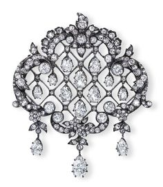 AN EDWARDIAN DIAMOND BROOCH/PENDANT   Designed as an old European-cut diamond garland frame, centering upon a lattice-work panel suspending a series of graduated pear-shaped diamonds, mounted in platinum, (with pendant hoop for suspension), circa 1900s, 5.5 cm wide