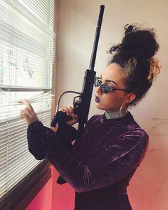 """84.6 k mentions J'aime, 1,111 commentaires - Shera Kerienski (@s_kerienski) sur Instagram: """"Eyes on my ennemies./ 👀 #CeciEstUnPaintBallMerciDeLeNoter 👉🏻 Commente une légende à la photo 😏 MON…"""""""