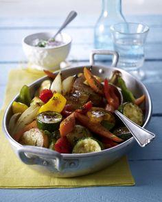 Unser beliebtes Rezept für Geschmortes Ofengemüse mit Kräuterquark und mehr als 55.000 weitere kostenlose Rezepte auf LECKER.de.