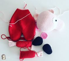 Piezas de Peppa Pig Peppa Pig Amigurumi, Comic, Free Pattern, Dinosaur Stuffed Animal, Winter Hats, Creations, Kitty, Christmas Ornaments, Pets