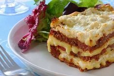 Do you love cooking Lasagna? If you do, check out these ten recipes for Lasagna that all offer something different and really liven up this classic meal. From breakfast to healthy options it seems Lasagna can be made in more ways than I thought! Skinny Recipes, Ww Recipes, Cooking Recipes, Healthy Recipes, Best Lasagna Recipe, Homemade Lasagna, Lasagna Recipes, Beef Lasagne, Meat Lasagna
