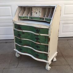 White and green shabby chic dresser desk $180. Local San Diego Affordable Furniture. Email mondaymarqt@gmail.com To Purchase. Curbside delivery is $20 anywhere in the local SD area. . . #sandiego #furniture #furnituredesign #sandiegofurniture #sandiegoliving #northpark #southpark #ilovesd #lajolla #delmar #dtsd #homedecor #interiordesign #decor #upcycle #refurbish #vintagefurniture #antique #boho #airbnb #beachlife #carmelvalley #sundaymarqtSD #lajollalocals #sandiegoconnection #sdlocals…