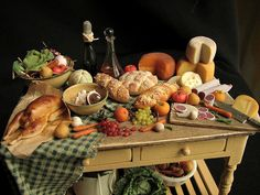 miniature loaded pantry table from Betsy Niederer! Miniature Kitchen, Miniature Crafts, Miniature Food, Miniature Dolls, Mini Kitchen, Diy Dollhouse, Dollhouse Miniatures, Minis, Accessoires Barbie