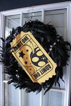 Oscar Party Wreath - LOVE!  So glamorous :)